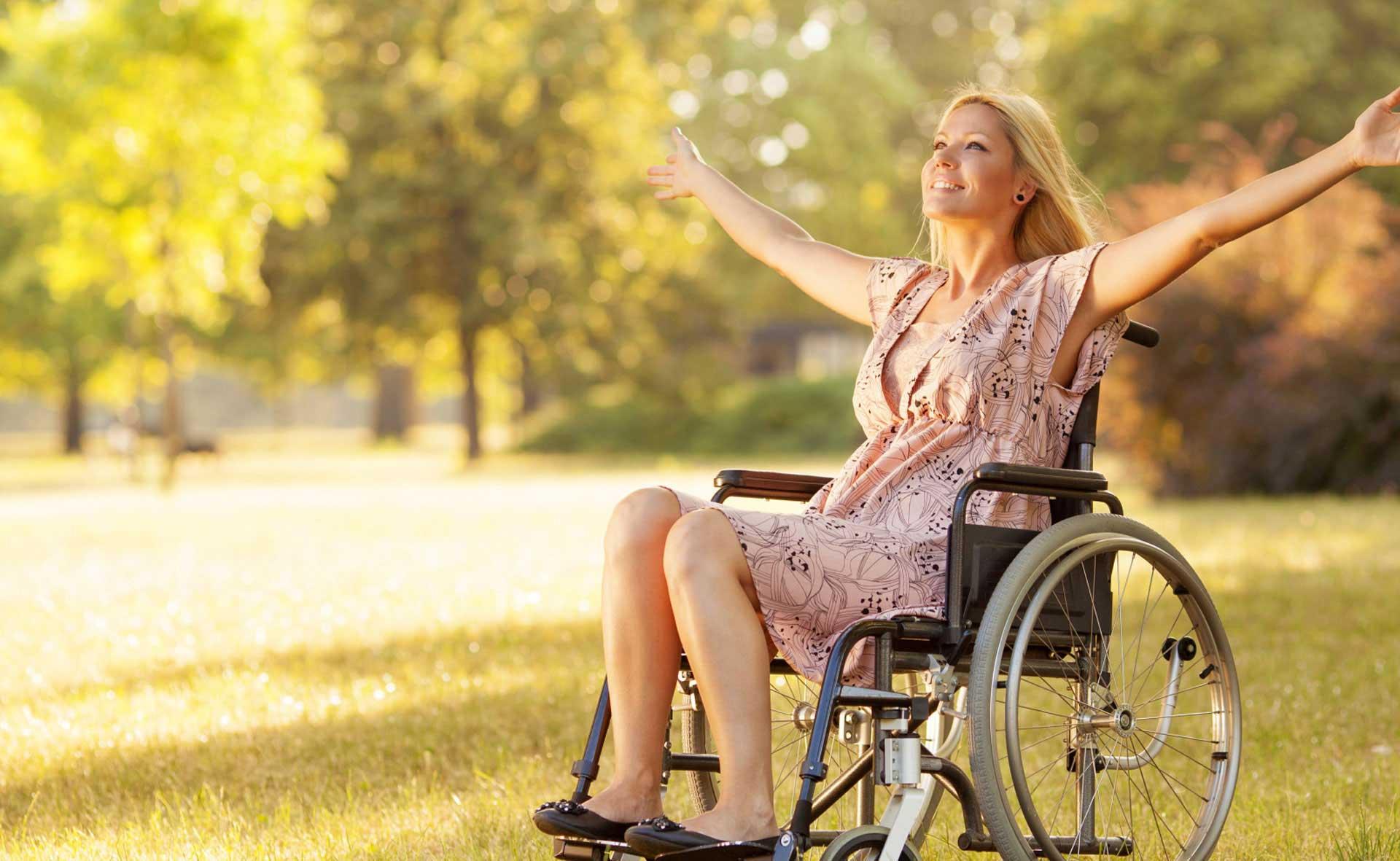 chaise roulante adapt e pour chaque handicap. Black Bedroom Furniture Sets. Home Design Ideas
